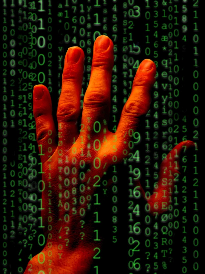 Mano-codice-binario